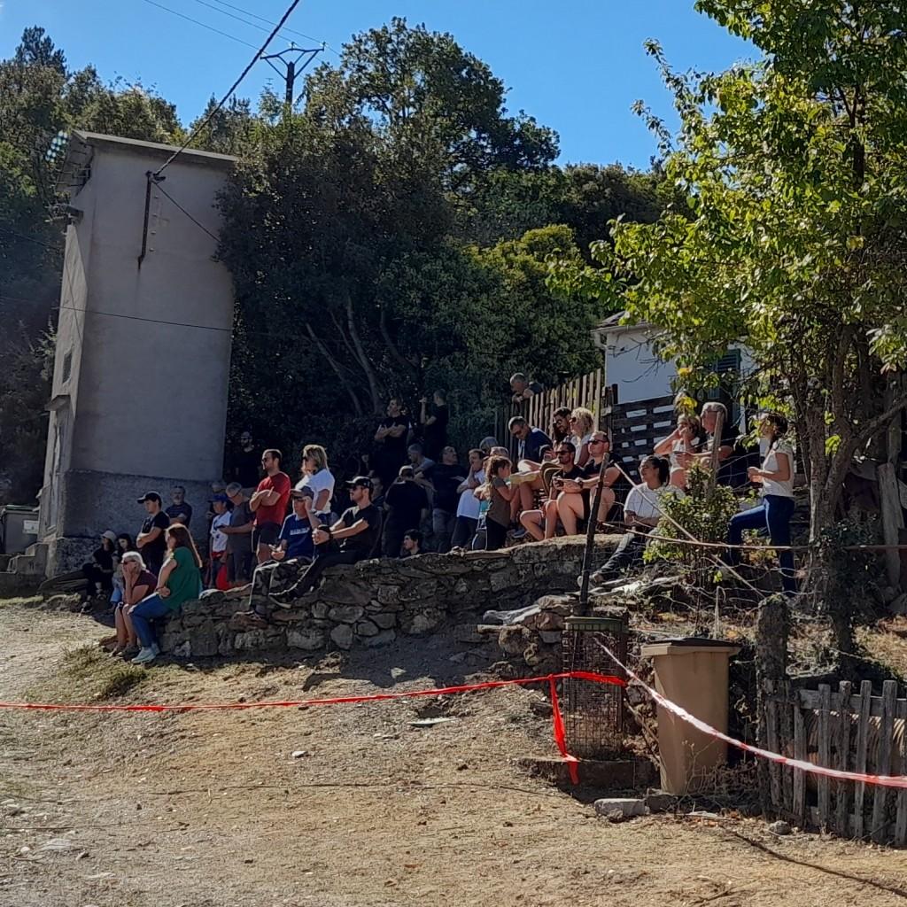 Le public dans l'épingle de Terlaghja